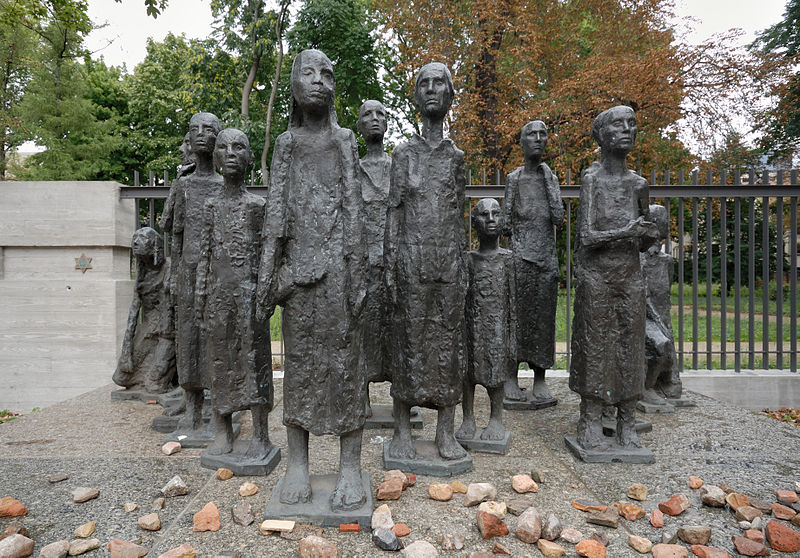 Datei:Skulptur Juedische Opfer des Faschismus (Foto 2008).jpg