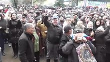 Ficheiro:Sloviansk Crowd - April 13th mid-afternoon - Referendum.webm