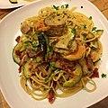 Spaghetti with salted pork, scallops, zucchini, and sun dried tomatoes 塩豚、ホタテ、ズッキーニとサンドライドトマトのスパゲティ.jpg