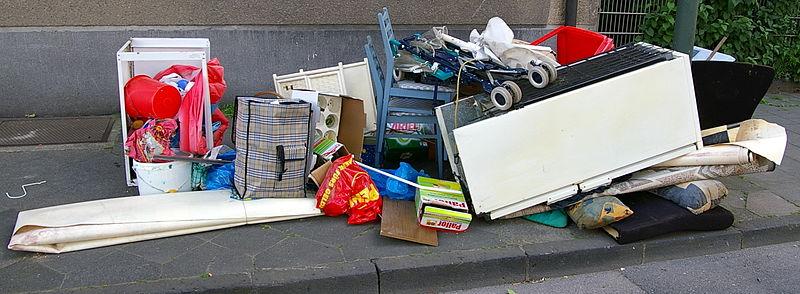 Datei:Sperrmüll in Düsseldorf.jpg