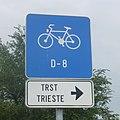 Spodnje Škofije - Scoffie D-8 (EuroVelo 8) kerékpárút táblája 2019-08-06.JPG