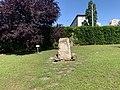 Stèle du jardin du souvenir du nouveau cimetière de Villleurbanne.jpg