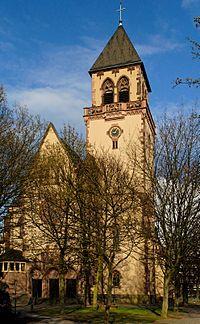 St. Apollinaris in Duesseldorf-Oberbilk, von Westen.jpg