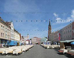 Der Stadtplatz von Eggenfelden einen Tag nach dem Stadtfest
