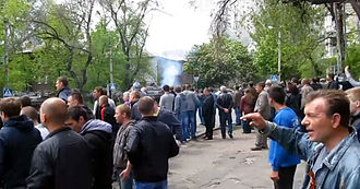 War in Donbass - Standoff between pro-Russian locals and Ukrainian forces in Mariupol, 9 May 2014