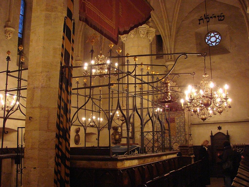 Intérieur de la synagogue Vieille Neuve à Prague. Photo de Jim Milles