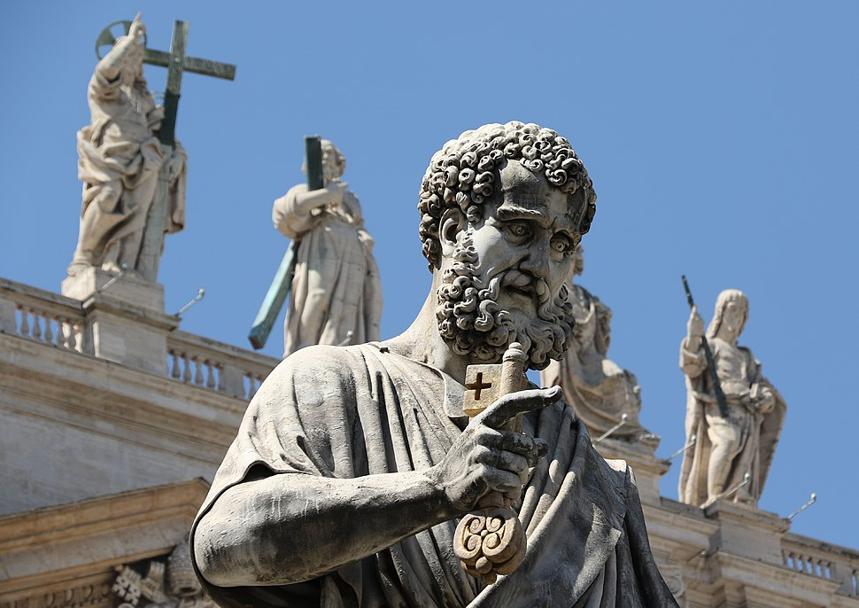 Statua di San Pietro realizzata da Giuseppe De Fabris - Piazza di San Pietro