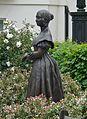 Statue of Queen Victoria, Victoria Square SW1.jpg