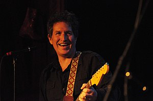 English: Steve Wynn performing with at the Tra...
