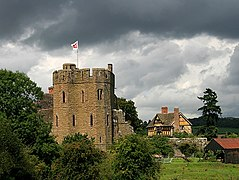 Stokesay Castle and Gatehouse - geograph.org.uk - 511756.jpg