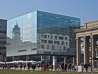 Stuttgart Kunstmuseum mit Königsbau rechts.jpg