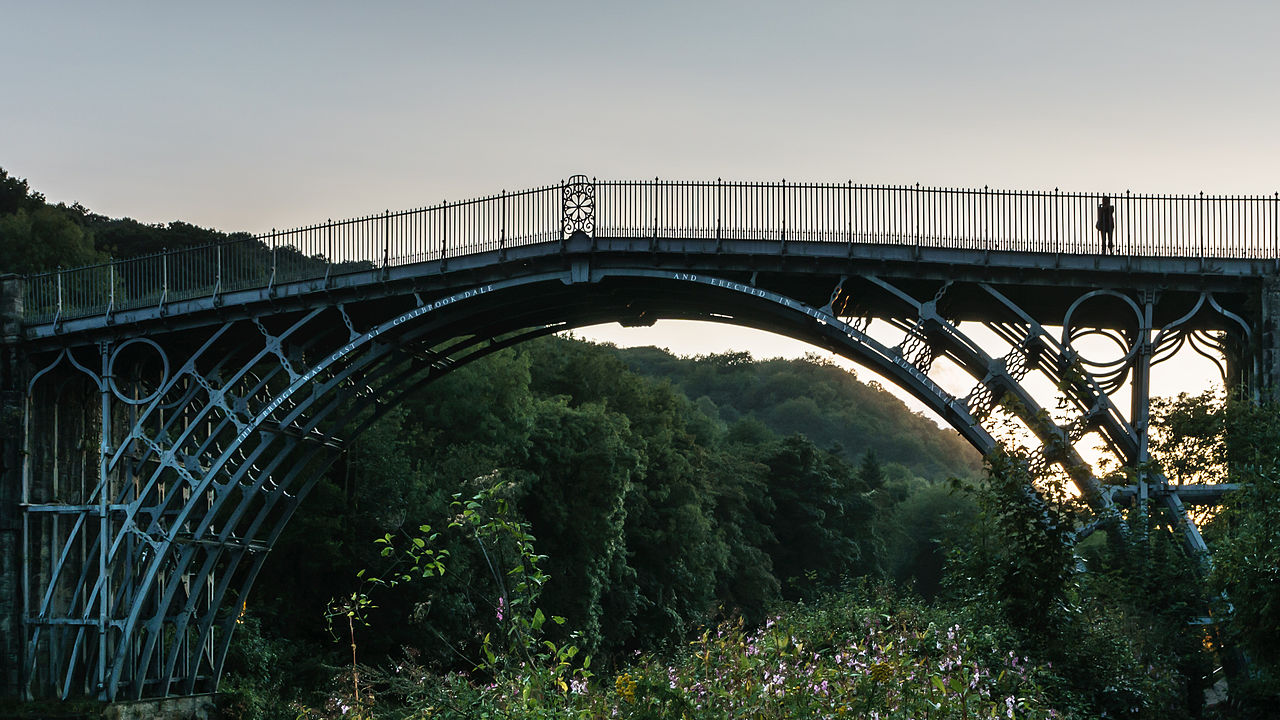 https://upload.wikimedia.org/wikipedia/commons/thumb/9/98/Sunset_at_Ironbridge.jpg/1280px-Sunset_at_Ironbridge.jpg