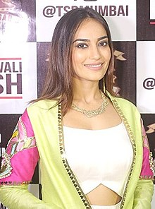 Surbhi Jyoti at Riddhi Dogra's Pre-Diwali bash at The Stadium Bar.jpg