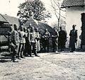 Szerb hadifoglyok egy tanya udvarán a magyar csapatok bevonulása idején. Fortepan 76988.jpg