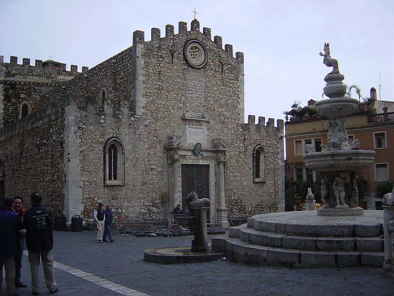 Datei:Taormina - Piazza della cattedrale - Gennaio 2006 - Foto di Giovanni Dall'Orto.jpg