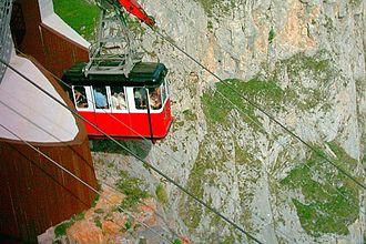 Camaleño - Aerial tramway of Fuente Dé, Camaleño.