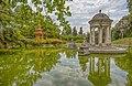 Tempio di Diana e Ponte cinese a Villa Durazzo- Pallavicini a Genova Pegli, Italia.jpg