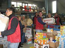 Militanti di CasaPound e dell'associazione di Protezione Civile 'La Salamandra' impegnati in Abruzzo nei giorni dell'emergenza terremoto del 2009
