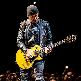 The Edge playing Gibson Les Paul in Manchester on Experience and Innocence Tour 10-20-18.jpg