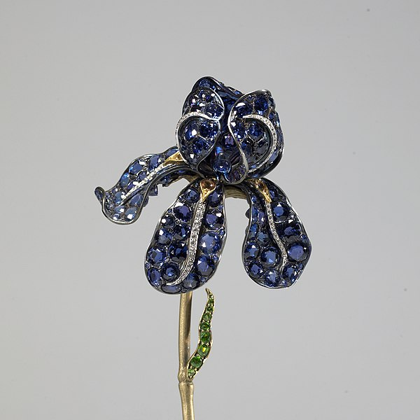 Archivo:Tiffany and Company - Iris Corsage Ornament - Walters 57939 - Detail.jpg