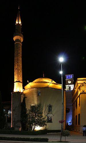 Et'hem Bey Mosque - Image: Tirana, moschea ethem bey, esterno di notte 02