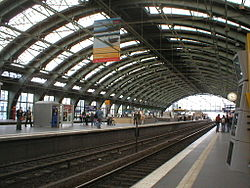 Looking west from a mainline platform, facing the two S-bahn platforms