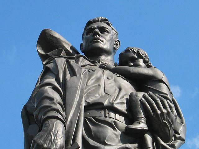 Вечная память и вечная слава... Мемориал в Трептов парке.