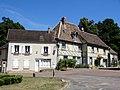 Trie-Château (60), place de l'Église 3.jpg