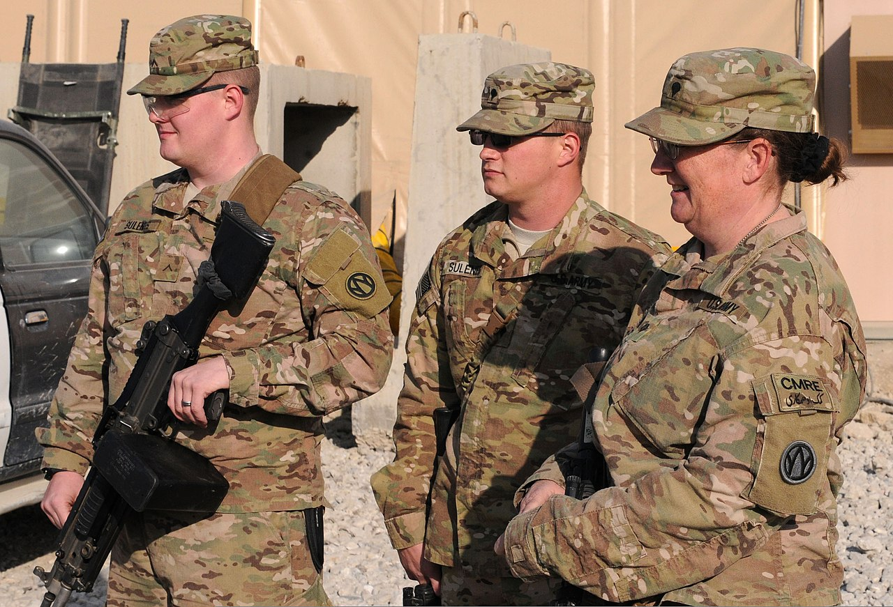 File U S Army Spc Lisa Sulenes Right And Her Two Sons Pvt Joseph Sulenes Left A Unit Supply Specialist And Spc Franklin Sulenes An Automated Logistics Specialist All With The 1011th Quartermaster Company