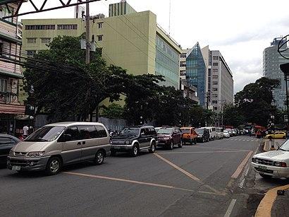 Come arrivare a U.N. Avenue con i mezzi pubblici - Informazioni sul luogo