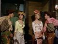 Un dollaro di fifa - Walter Chiari, Leonora Ruffo, Hélène Chanel e Ugo Tognazzi.png
