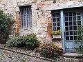 Une rue à Cordes-sur-Ciel,Tarn,France.jpg