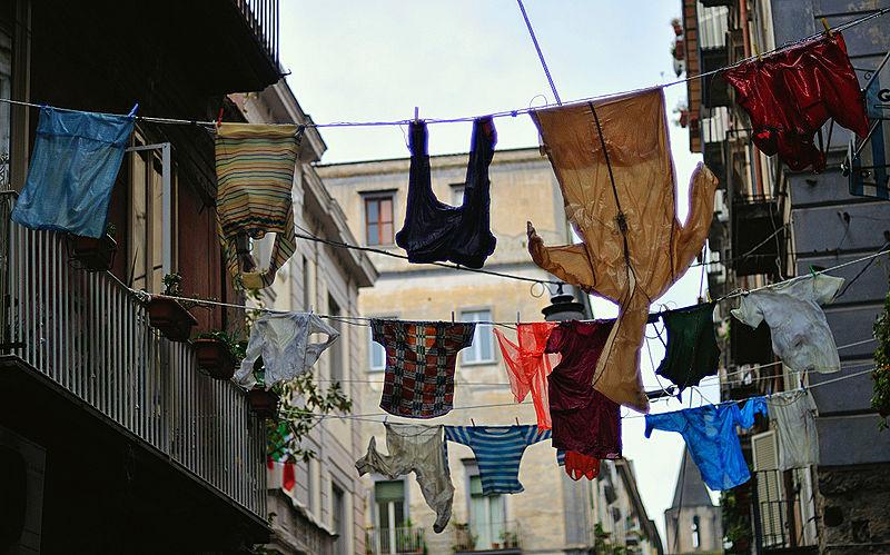 800px-Upside_Down_-_Napoli.jpg