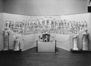 Utställning på Liljevalchs Konsthall 1933. Ajia Irini rummet. Stockholm. utställning. Sverige - SMVK - C06239.tif