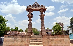 Vadnagar's Kirti Toran full shot with beautiful clouds.JPG