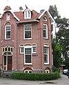 foto van Rechterdeel vrijstaande symmetrische dubbele woonvilla