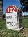 Vieille-Brioude, borne kilométrique.jpg