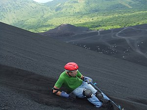 English: Volcano Surfing / Volcano Boarding do...