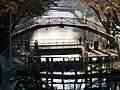 Vue de la passerelle Bichat sur le canal Saint-Martin (Paris).jpg