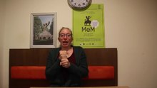 Fichier:WIKITONGUES- Sofie speaking Dutch Sign Language.webm