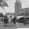 Wageningen 700 jaar stadsrechten Jong en oud loopt in klederdracht door de stad, Bestanddeelnr 915-2556.jpg
