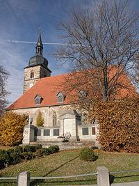 Walschleben Kirche mit Kriegerdenkmal.JPG