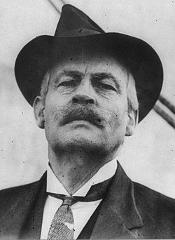 Walter Wellman, 1858-1934, head-and-shoulders portrait, facing left (cropped).jpg