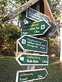 Wegweiser in Bad Frankenhausen (Kyffhaeuser-Denkmal 9,5 km).jpg