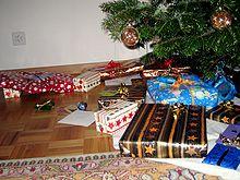 Die Weihnachtsgeschenke.Weihnachtsgeschenk Wiktionary