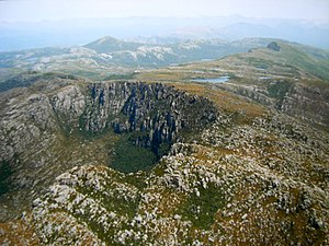 Mount Tyndall (Tasmania) - Tyndalls from above lookng south