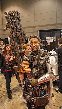 What a big gun you have Cable C2E2 2013 (8693908683).jpg