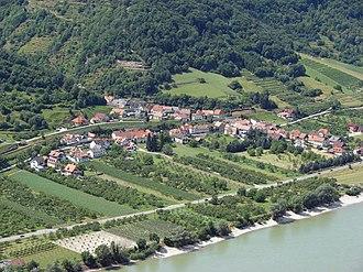 Willendorf in der Wachau - Willendorf seen from Aggstein Castle.