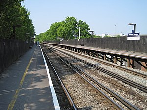 Winnersh Triangle railway station - The station platforms