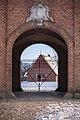 Winterlicher Blick durchs Torhaus, Freilichtmuseum Molfsee. - panoramio.jpg